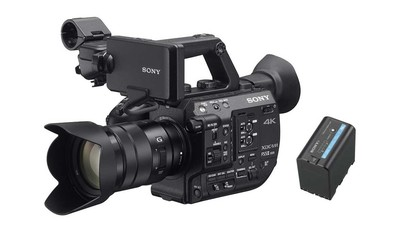Sony PXW-FS5 II 4K Camcorder + 18-105mm f/4 E-Mount Zoom & BP-U60 56Wh 14.4V Battery Bundle